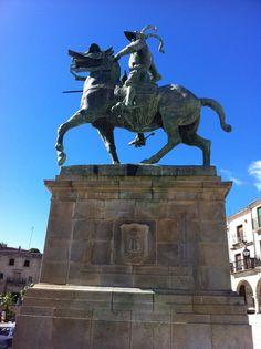 Publicamos la estatua de Francisco de Pizarro, en Trujillo. #historia #turismo  http://www.rutasconhistoria.es/loc/estatua-de-francisco-pizarro