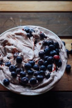 BLUEBERRY NICE CREAM Ice cream: 3 peeled frozen chopped bananas 3/4 cup fresh or frozen BC blueberries 1/4 teaspoon cinnamon powder 1/4 teaspoon baobab powder Toppings: 1/3 cup fresh BC blueberries 2 tablespoons date syrup