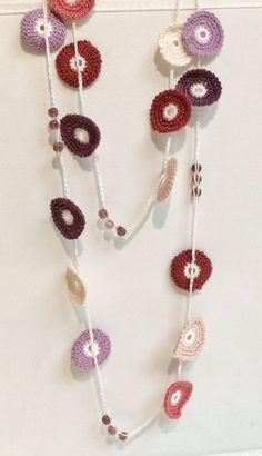 Collar de ganchillo con cuentas de estilo turco tonos rosa