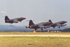 CF-104 formation take-off