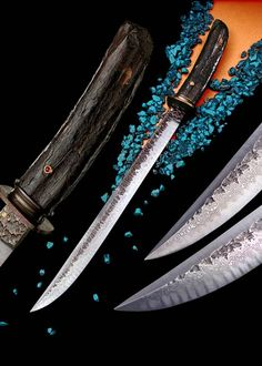 Don Fogg Custom Knives. Damascus sword with textured flats, Damascus tsuba and ferrule, shakudo(copper and gold alloy) spacers, garnet set in gold pin. Damascus Sword, Damascus Knife, Damascus Steel, Swords And Daggers, Knives And Swords, Katana, Japanese Blades, Cool Knives, Handmade Knives