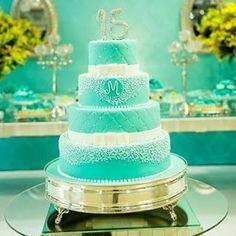 Resultado de imagem para bolo de debutantes azul turquesa e dourado