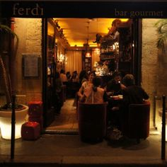 Ferdi @ 32 Rue du Mont Thabor, Paris Quaint Little food spot, with home-made Cheese Burger, made layer by layer with love.