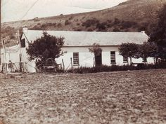 House of Voortrekker leader Piet Retief on the farm Mooimeisjefontein. Retief was a skilled builder and several house in the town of Grahamstad was built by him Apartheid, Inner World, Folk Music, African History, War Machine, Back In The Day, Family History, Genealogy, Astronomy