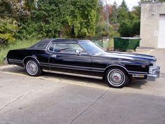 ✿1976 Ford Thunderbird✿ American Classic Cars, Ford Classic Cars, Ford Thunderbird, Thunderbirds Are Go, Ford Lincoln Mercury, Old School Cars, Car Ford, Cars Motorcycles, Luxury Cars