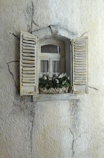 tutorials and ideas for miniature dollhouses Would make a cool window on a fairy house Dollhouse Tutorials, Diy Dollhouse, Dollhouse Miniatures, Miniature Fairy Gardens, Miniature Houses, Miniature Dolls, Miniature Furniture, Dollhouse Furniture, Minis