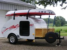 Small Camping Trailer, Off Road Camper Trailer, Vintage Trailers, Camper Trailers, Building A Teardrop Trailer, Teardrop Caravan, Teardrop Camping, Tiny Camper, Cool Campers