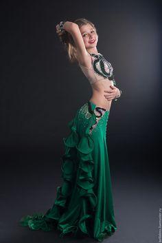 Купить или заказать Восточный костюм в интернет магазине на Ярмарке Мастеров. С доставкой по России и СНГ. Материалы: масло, бифлекс, велюр, регилин, шёлк…. Размер: 40