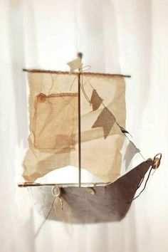 21 DIY Ways To Make Your Child's Bedroom Magical - Hang up a flying ship made out of thread, cloth, cardboard, and newspapers. Bonus points: Attach a nightlight to it and tell your kid that it journeys to Neverland every night when he or she is asleep. Deco Pirate, Neverland Nursery, Peter Pan Nursery, Peter Pan Bedroom, Flying Ship, Kids Decor, Home Decor, Decor Ideas, Baby Boy Nurseries