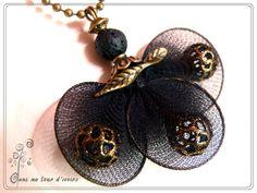 sautoir textile Noir perle de lave et chaînette bronze : Collier par lydia-nowik-dans-ma-tour-d-ivoire