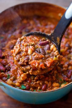 There's nothing better than a bowl full of chili on a cold day! My turkey pumpkin chili is flavorful and loaded with protein & fiber! It is the perfect Autumn-inspired recipe! Chili Recipes, Crockpot Recipes, Cooking Recipes, Pumpkin Chili, Pumpkin Puree, Fall Recipes, Vegan Recipes, Turkey Recipes, Cooking Peppers