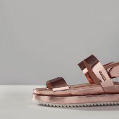 PLATFORM SANDAL WITH TRACK SOLE  http://www.zara.com/nl/en/trf/shoes/platform-sandal-with-track-sole-c358035p1669607.html