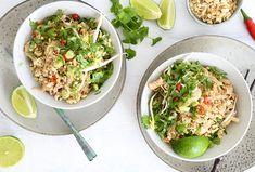 Pad Thai med kylling - skøn opskrift på den lækre thai ret Thai Recipes, Dinner Recipes, Avocado Toast, Guacamole, A Food, Snacks, Eat, Breakfast, Recipies