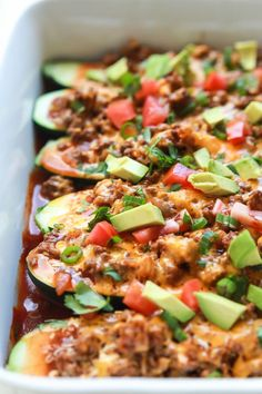 Ground Beef Enchilada Zucchini Boats - a healthy gluten free version of classic Beef Enchiladas that you& fall in love with! A little over 30 minutes to make but well worth it for the bold flavors and low calorie count of 222 calories a serving! Quick Easy Dinner, Quick Dinner Recipes, Easy Healthy Dinners, Easy Healthy Recipes, Quick Easy Meals, Fast Recipes, Vegetarian Recipes, Easy Dinners, Weeknight Dinners