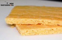 Para la elaboración de galletas, tartas y otros dulces de repostería, la Masa sablé o Sablé bretón es una de las masas básicas, fácil de hacer (como la masa quebrada por ejemplo) y rica en sabor, pudiendo además variarlo con ingredientes adicionales, y conseguir distintas texturas según el tiempo de cocción y el grosor que le demos.Hoy os vamos a explicar cómo hacemos la Masa sablé básica o Sablé bretón, una aproximación a la receta que proporciona Paco Torreblanca en su libro La Cocina…