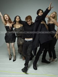 Riverdale cast for Rolling Stone 2018 Riverdale Poster, Riverdale Quotes, Riverdale Funny, Riverdale Betty, Riverdale Cast, Marvel Series, Tv Series, Funny Jokes To Tell, Funny Memes