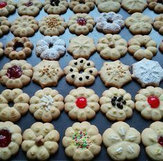 Mani in pasta Italian Cookies, Nutella, Cookie Recipes, Sweet Treats, Recipies, Food And Drink, Sweets, Blog, Desserts