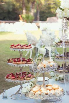 Brunch or High Tea.Set up ideas High Tea Wedding, Chic Wedding, Wedding Ideas, Garden Wedding, Tuscan Wedding, Tea Cakes, Mini Cakes, Wedding Catering, Vintage Tea