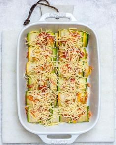 Zucchini Chicken Enchilada Roll-Ups 😍😍👌 Hey there friend! Here's some comfort food made gluten free, low carb, and pretty darn healthy (but crazy delicious! Clean Eating Recipes For Dinner, Clean Recipes, Cooking Recipes, Healthy Recipes, Protein Recipes, Protein Foods, Healthy Options, Zucchini Enchiladas, Chicken Enchiladas