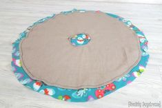 THE BEST Car Seat Poncho Tutorial - Fleece-lined! {Reality Daydream} Fleece-lined circle poncho for little girls. could work as a jacket or winter coat too! Crochet Baby Poncho, Fleece Poncho, Crochet Toddler, Hooded Poncho, Crochet Vests, Crochet Cape, Crochet Shirt, Blanket Crochet, Fleece Projects