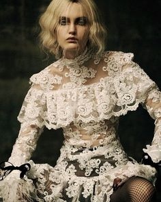 Victoria Anderson Models Dramatic Looks for Schon! Look Fashion, Fashion Beauty, Fashion Quiz, 70s Fashion, Girl Fashion, Look Vintage, Vintage Lace, Dramatic Look, Sweet Dress