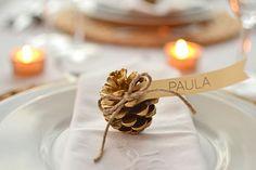 Golden pine place cards - Marcasitios con piñas doradas