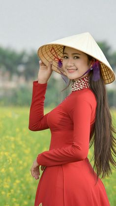 posted©by: █║ Rhèñdý Hösttâ ║█ Vietnamese Traditional Dress, Vietnamese Dress, Traditional Dresses, Ao Dai, Beautiful Vietnam, Vietnam Girl, Beautiful Asian Women, Asian Fashion, Asian Woman