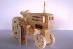 Trattore giocattolo in legno effetto naturale...Euro 41,05