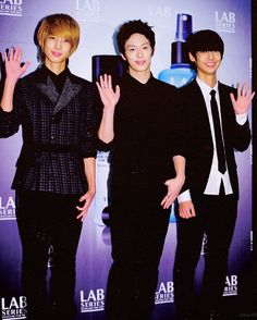 Jo twins + their leader