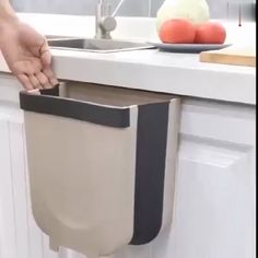 Bathroom Decor videos New creative folding wall-mounted design, very suitable for kitchen cabinet! Say goodbye to bend throwing away kitchen garbages Cool Kitchen Gadgets, Home Gadgets, Cooking Gadgets, Kitchen Hacks, Cool Kitchens, Cooking Tools, Small Kitchens, Kitchen Small, Kitchen Organization Pantry