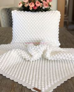 Our today's idea is about creating a beautiful easy and free crochet baby blanket with yarn leftovers, this will give you a cute colorful d. Crochet Baby Blanket Free Pattern, Crochet Pillow, Crochet Stitches, Crochet Patterns, Easy Crochet, Crochet Hooks, Patron Crochet, Crochet Baby Boots, Gifts For New Parents