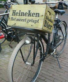 Old Heineken beer crate on bike Amsterdam Bike, Amsterdam Holland, Going Dutch, Dutch Recipes, Cycling Bikes, Belgium, Netherlands, Tours, Country