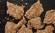 Itse tehty näkkileipä: pellavansiemenet, auringonkukansiemenet, kurpitsansiemenet ja seesaminsiemenet – tässä raaka-aineet täydellisen hyvään näkkileipään.
