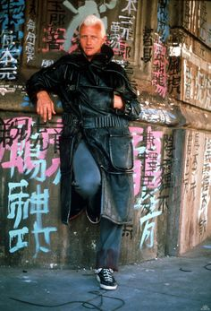 Can't fault Rutger Hauer in full Roy Batty get-up from this Blade Runner making-of shot. Research credit goes to Haw-lin.