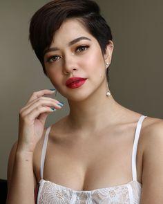 Sue Ramirez Very Beautiful ☺️ Sue Ramirez, Short Hair Cuts, Short Hair Styles, Filipino Culture, Filipina Actress, Pixie Haircut, Just The Way, Pixie Cut, Beautiful Celebrities