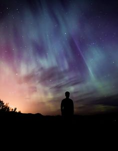 Aurora Borealis or the Northern lights are one of nature's most beautiful phenomenon which leaves most watchers breathless. Aurora Borealis, Beautiful Sky, Beautiful Pictures, Protection Telephone, Northen Lights, Artistic Wallpaper, Tarot, Sky Watch, Wicca Witchcraft