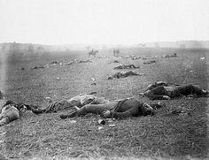 Cette photographie représente très bien la violence et le carnage qu'a perpétré la guerre de Sécession aux États-Unis. En effet, de 1861 à 1865, 620 000 soldats seraient tombés sur les champs de bataille, dont 360 000 nordistes et 260 000 sudistes. De plus, si l'on compte les pertes civiles et les soldats morts de maladies pendant ou après la guerre, le total augmente à quelques millions. Somme toute, cette guerre est la plus meurtrière que les Américains ont connue.