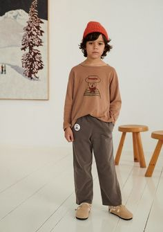 A luxe long sleeve wide tee shirt in a washed brown base featuring a hand drawn print. designed for boys and girls alike.    98% organic cotton  2% elastane  unisex design    made in spain    the art of intuition collection    this season we pay tribute to the first female art collector in history peggy guggenheim a woman who without understanding art but thanks to her great intuition collected works of the best contemporary art artists in history. she supported the three most important…