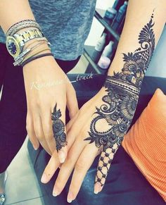 Mehndi is something that every girl want. Arabic mehndi design is another beautiful mehndi design. We will show Arabic Mehndi Designs. Henna Tattoo Hand, Henna Tattoos, Tatuajes Tattoos, Henna Body Art, Henna Tattoo Designs, Henna Art, Wrist Henna, Henna On Hand, Henna Designs Wrist