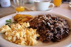 Gallo pinto is the national dish of Nicaragua. The recipe is easy to make and it can be served as a breakfast or lunch. Gallo Pinto, Costa Rice, Costa Rican Food, Lunch Recipes, Healthy Recipes, National Dish, Food Themes, Savoury Dishes, Fresh Herbs