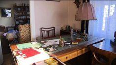 Co se skrývá v Čapkově vile? Table, Furniture, Home Decor, Homemade Home Decor, Mesas, Home Furnishings, Desk, Decoration Home, Tabletop