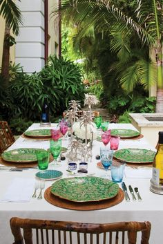I am looking for a green dinner set just like this. Any suggestions please?