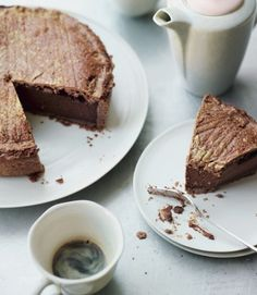 Chocolate gâteau Basque recipe A rich mousse, silky ganache and chocolate Oreo case makes up, what must be the most decadent dessert around. Gateau Basque Recipe, Köstliche Desserts, Dessert Recipes, Basque Food, Basque Cake, Fruit Tart, Le Diner, Tart Recipes, Uk Recipes