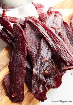How to make beef jerky in the oven – traditional, chewy jerky that tastes better than any store bought jerky. – The Most Popular Recipes Jerky Recipes, Venison Recipes, Meat Recipes, Cooking Recipes, Beef Jerky Cure Recipe, Deer Jerky Recipe In Oven, Beef Jerky Marinade, Elk Jerky Recipe Dehydrator, Low Sodium Beef Jerky Recipe