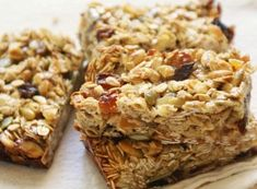 Muesli or Granola. Muesli make up a healthy and substantial breakfast which will supply you with enough energy for the whole morning. Chewy Granola Bars, Homemade Granola Bars, Easy Healthy Breakfast, Breakfast For Kids, Breakfast Ideas, Muesli, Bad Carbohydrates, Nutrition Bars, Sweet And Salty