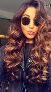 Are you looking for straight hairstyles curly hairstyles wavy hairstyles layers hairstyles for New Years? See our collection full of straight hairstyles curly hairstyles wavy hairstyles layers hairstyles for New Years and get inspired! Curly Hair With Bangs, Long Curly Hair, Hairstyles With Bangs, Pretty Hairstyles, Straight Hairstyles, Curly Hair Styles, Hairstyle Men, Formal Hairstyles, Hairstyle Ideas