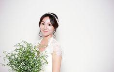 wedding dress profile pic. photo by. wooubi studio 프로필 사진 _대전 우유비스튜디오 감성사진