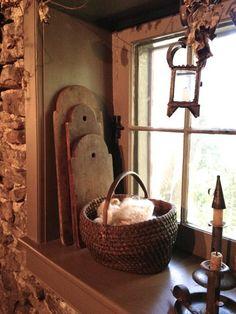 Love the breadboards. Primitive Kitchen, Primitive Antiques, Country Primitive, Primitive Decor, Primitive Bedroom, Primitive Homes, Prim Decor, Country Decor, Country Homes