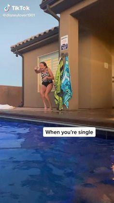 Funny Vidos, Crazy Funny Memes, Funny Video Memes, Really Funny Memes, Funny Laugh, Stupid Memes, Funny Relatable Memes, Funny Facts, Stupid Funny Memes