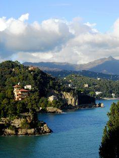 Visione d'incanto | 29.12.13 - Portofino (Ge): la costa e la scogliera di Paraggi viste dal sentiero che porta al faro.